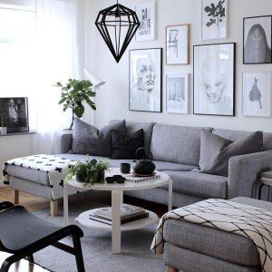 sala con cuadros decorativos