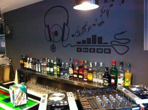 vinilo en bar