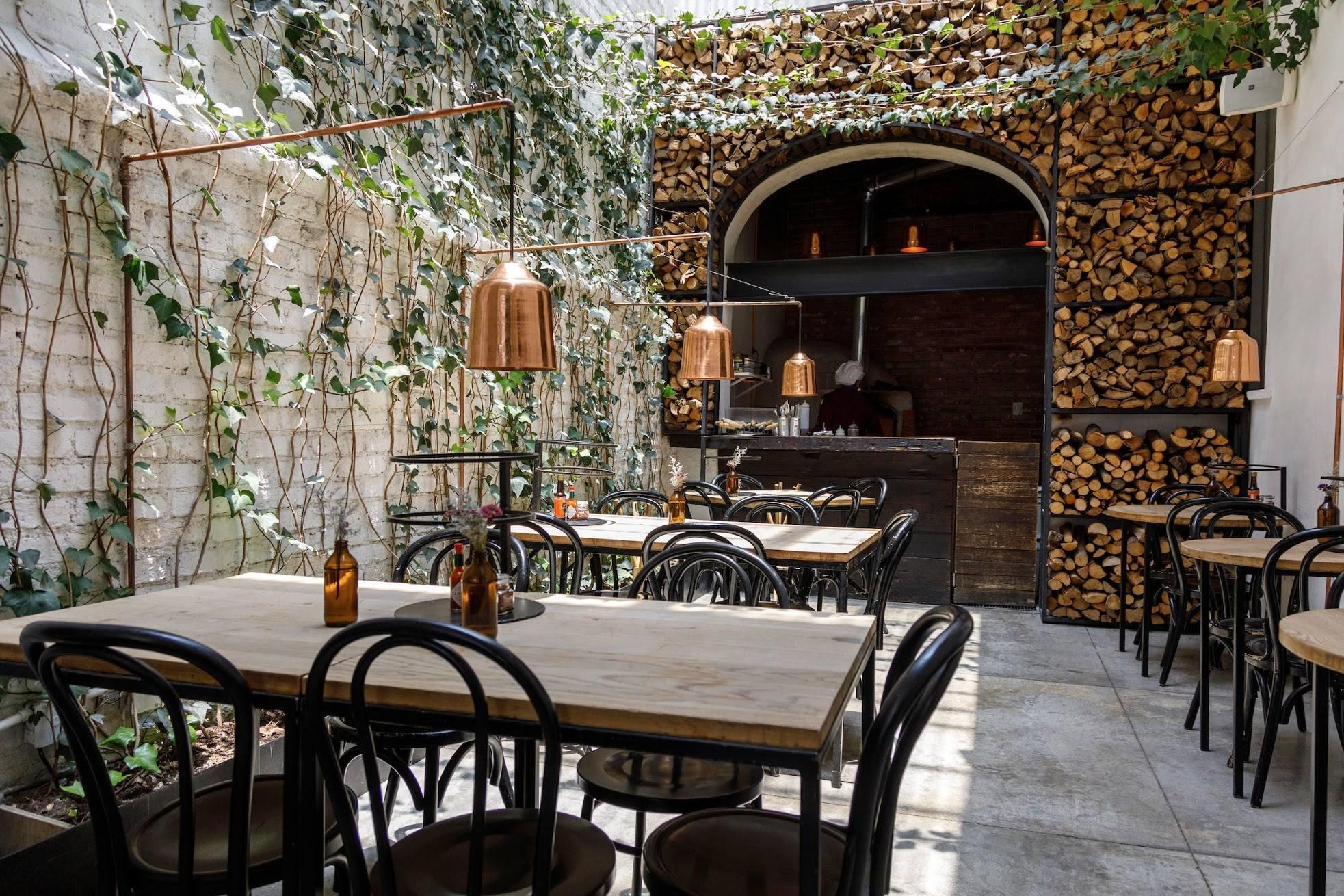 restaurante con decoración hipster