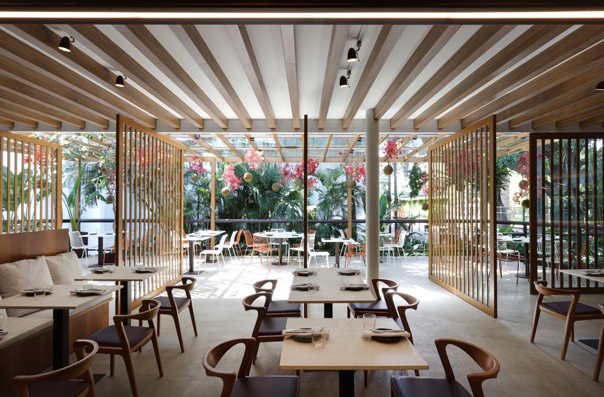 restaurante color marrón